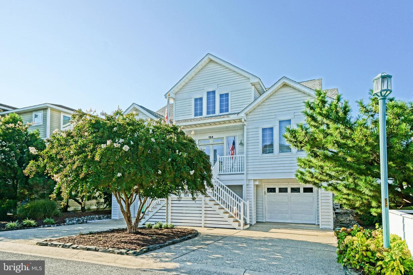 124 W Cape Shores Dr   - Best of Northern Virginia Real Estate